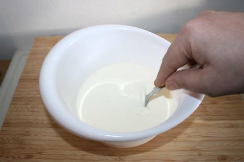 12 - Eier & Sahne verquirlen / Whisk cream & eggs