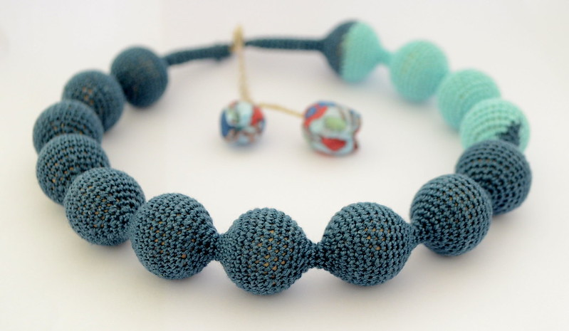 Crochet necklace - Blue pearls