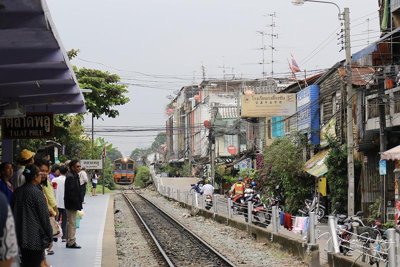 曼谷美食火車站噗市場