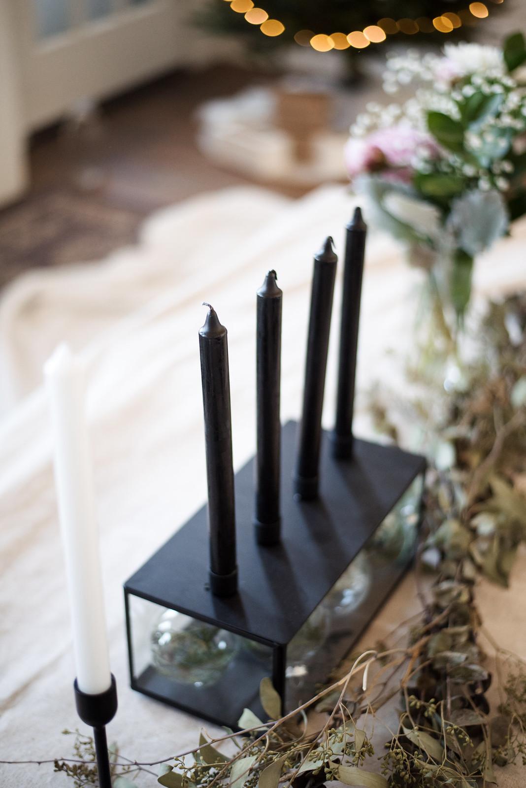Christmas Table Setting on juliettelaura.blogspot.com