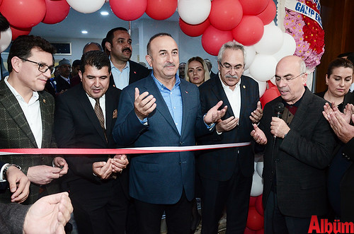 Kurdele kesiminin ardından Bakan Çavuşoğlu ve davetliler hep birlikte Alanya Müftüsü Mustafa Topal eşliğinde dua etti.