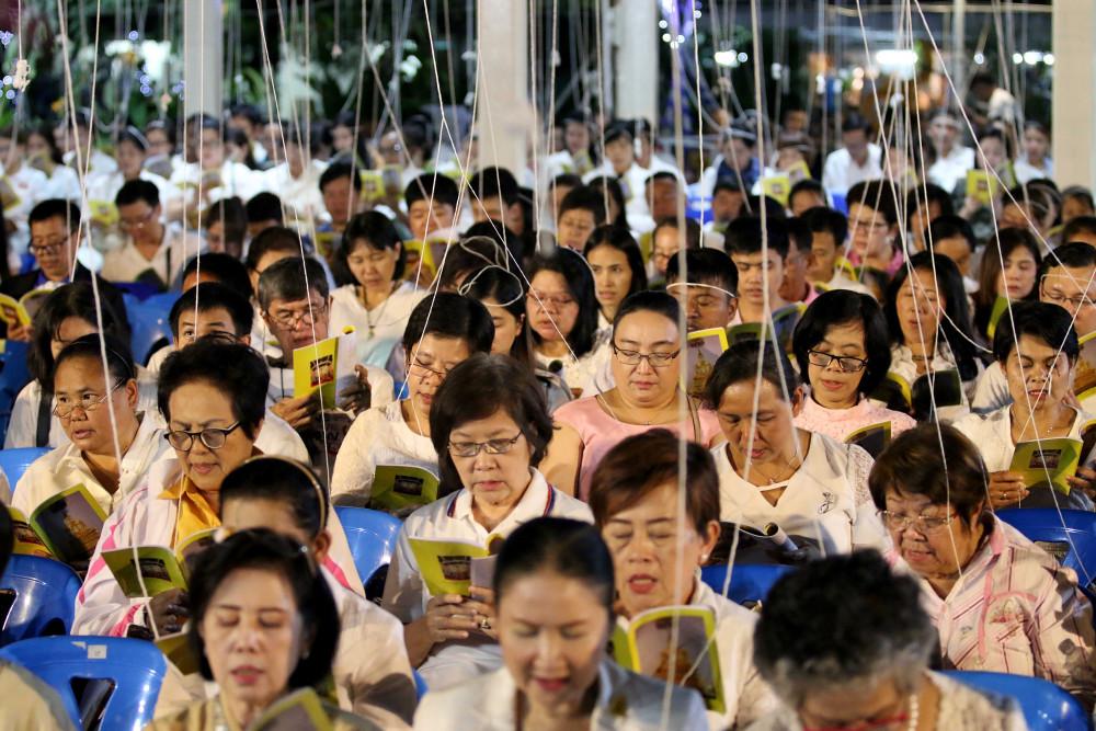 Membaca paritta menjadi tradisi di Thailand saat menyambut Tahun Baru 2018