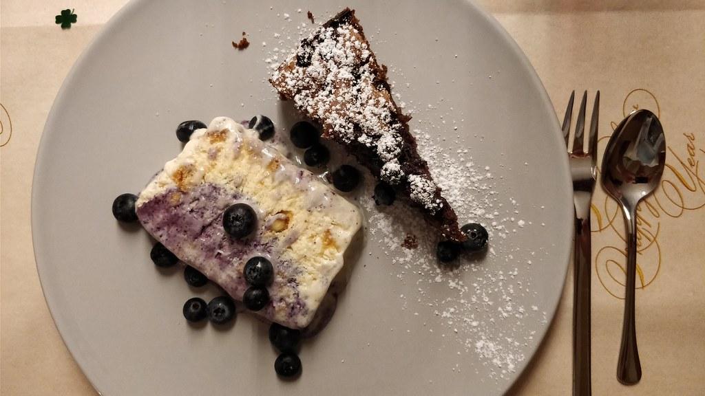Heidelbeer-Schokokuchen und Vanille-Heidelbeer-Parfait