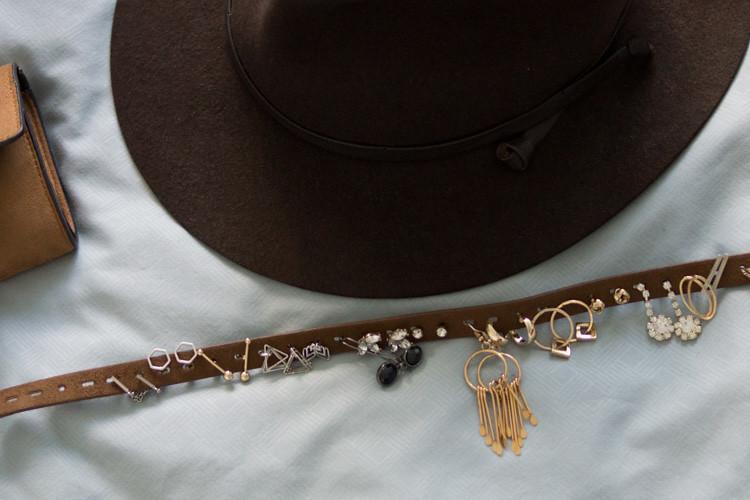 Heleen Schrijvershof - simpele DIY - oorbellen ophangen - riem-3