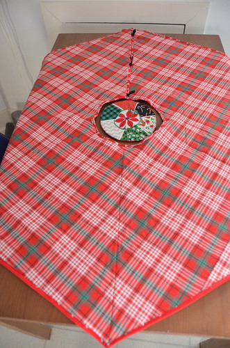 Tree Skirt as table runner - bottom