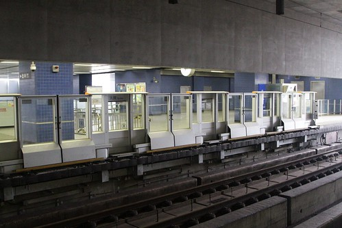 Automatic platform gates retrofitted at Tai Wai station