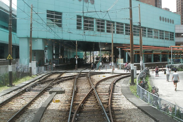 Triangular junction on the light rail at Siu Hong station