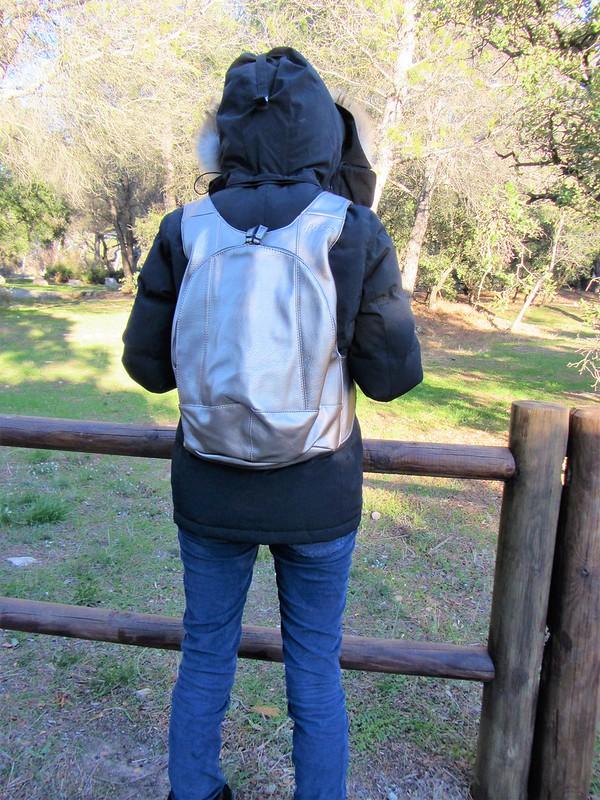 voyager-serein- avec-le-sac-vegan-metallise- antivol-thecityandbeautywordpress.com-blog-femme-mode-arsayo-IMG_8966 (2)