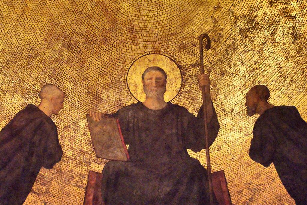 Mosaique quasi martiale  de la basilique d'Ainay à Lyon.