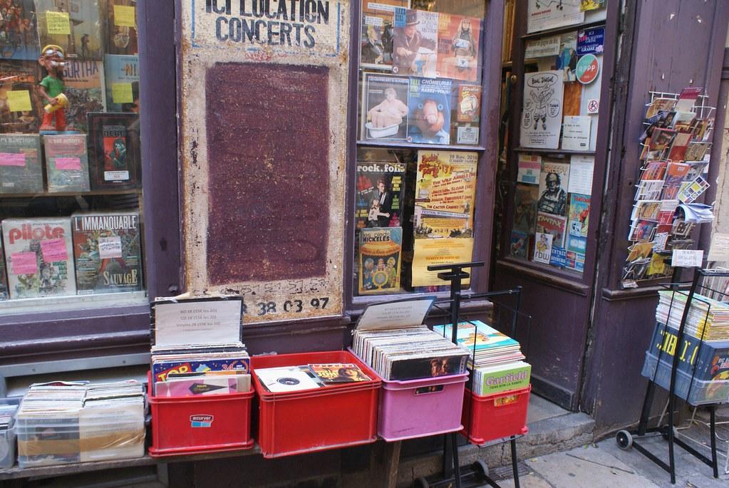 Disquaire libraire Bouldingue dans le quartier de Saint Jean à Lyon.