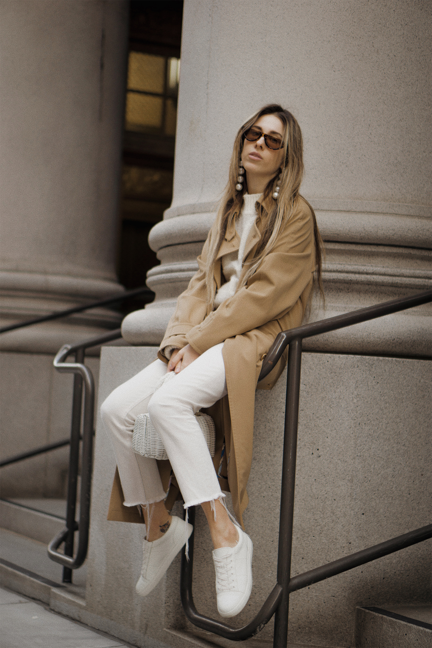 paulsmith_trenchcoat_vinceshoes_wicker_bag_white_outfit_freepeople_lenajuice_thewhiteocean_11