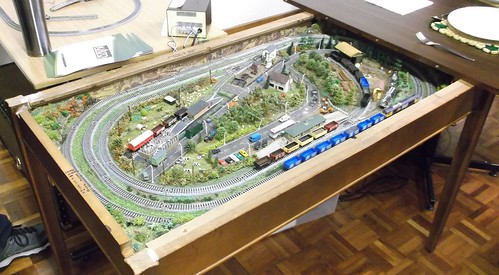 N gauge layout in a coffee table