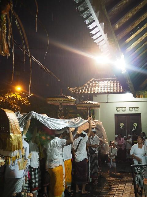 土, 2017-11-11 05:44 - PenestananのKuninganのお祭り