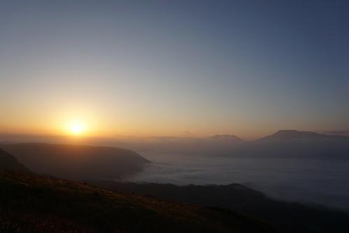 次の日から再びソロに。大観峰より日の出を望む