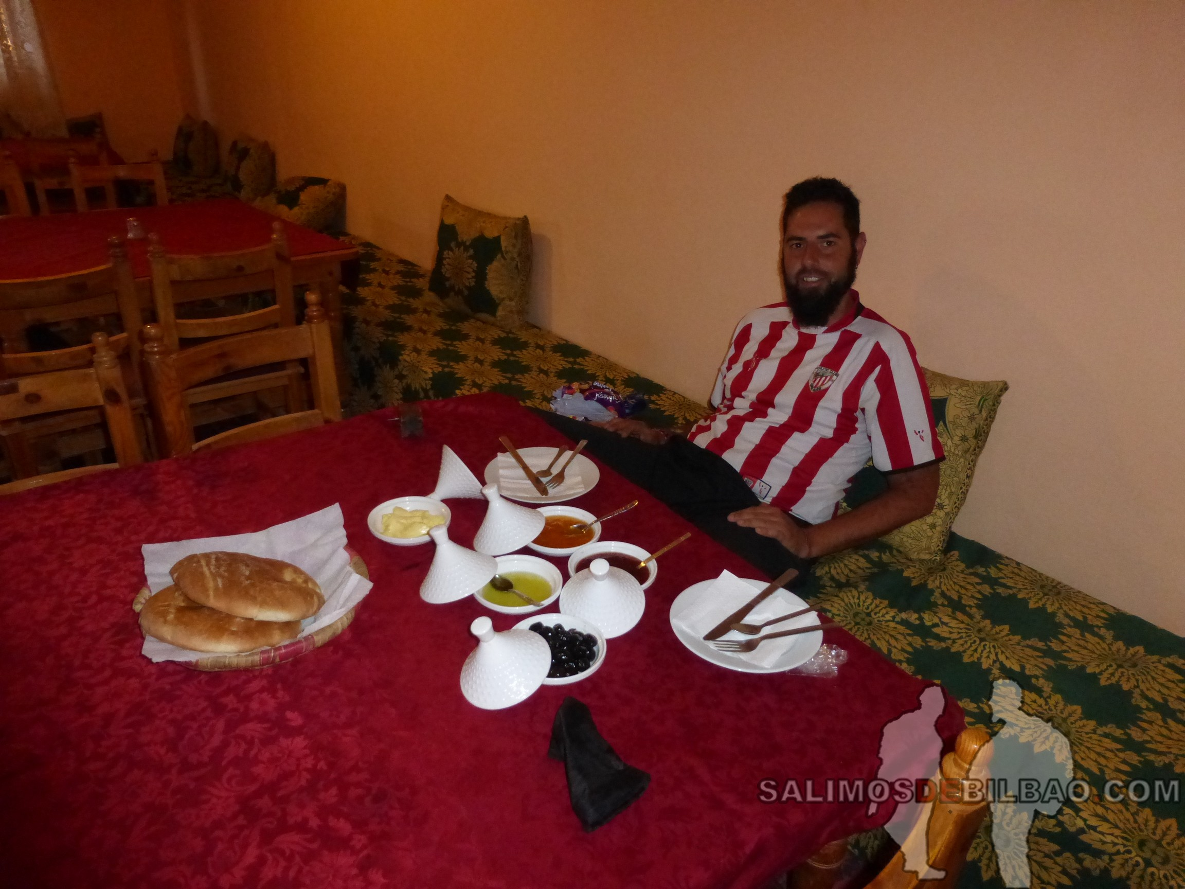 466. Katz, Desayuno en Hotel La Baraka, Kasbah Ait Ben Haddou