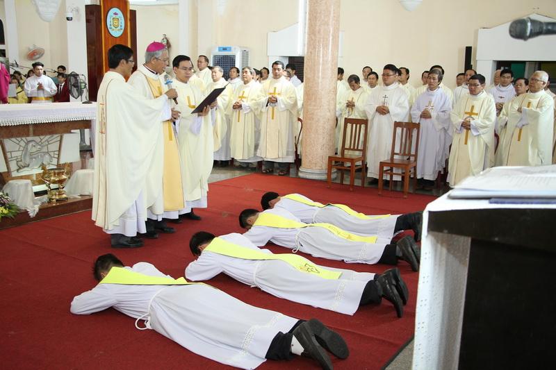 Thánh Lễ Truyền Chức Linh Mục Giáo Phận Qui Nhơn - Ảnh minh hoạ 53