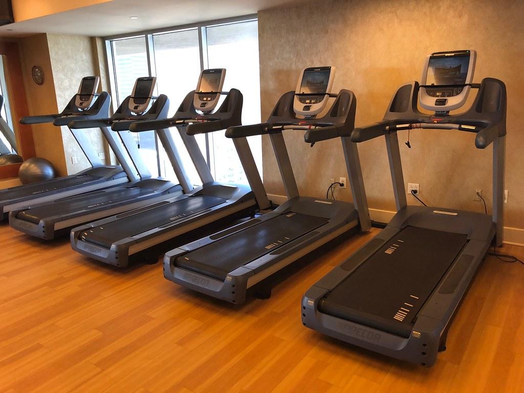 Hilton Americas-Houston Pool and Gym 2