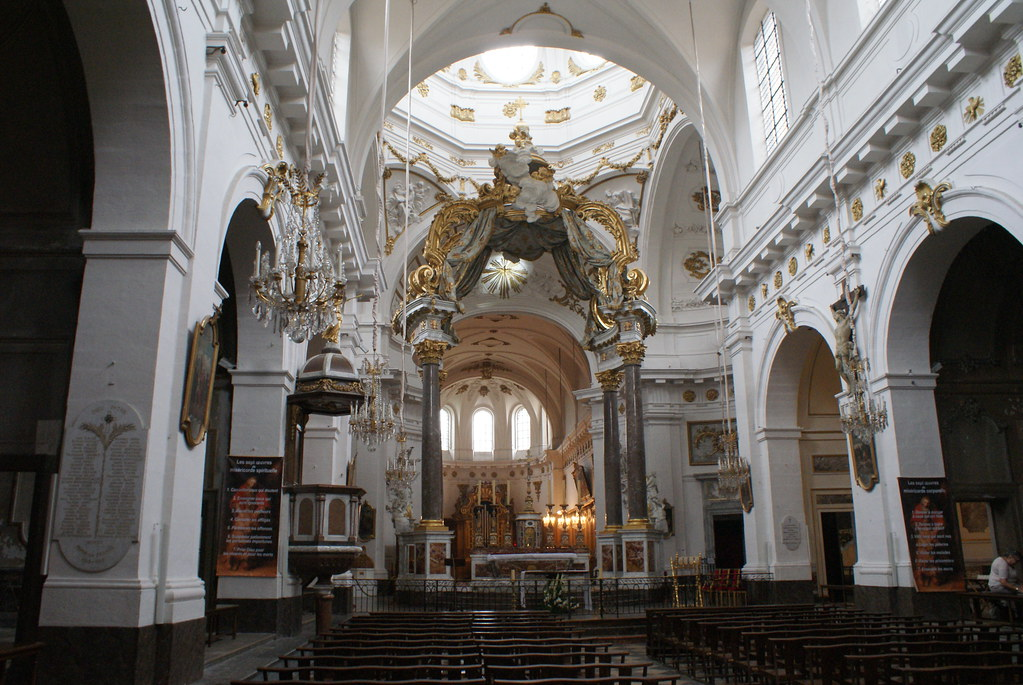 Nef de l'église Baroque Saint Bruno des Chartreux à Lyon.