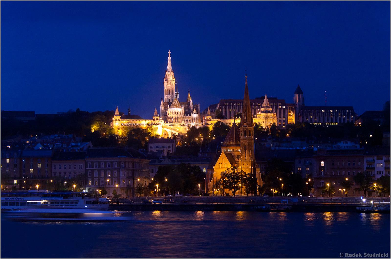 Wzgórze zamkowe w Budapeszcie nocą