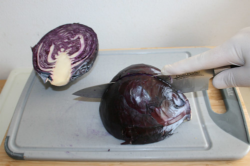 24 - Rotkohl vierteln / Quarter red cabbage