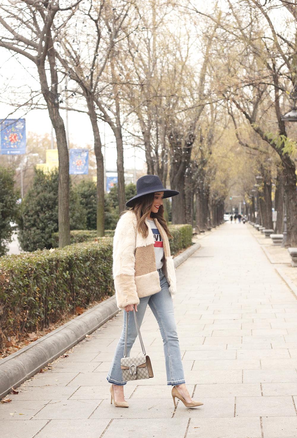 Beige faux fur coat zara blue hat nude heels jeans style fashion outfit winter 10
