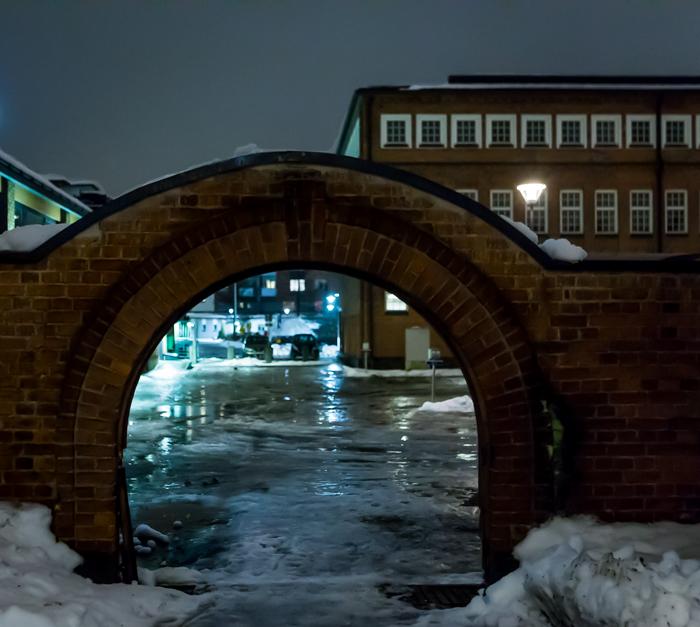 jyväskylä lutakko yökuvaus night photography arkkitehtuuri architecture valaisu rakennus tiiliseinä