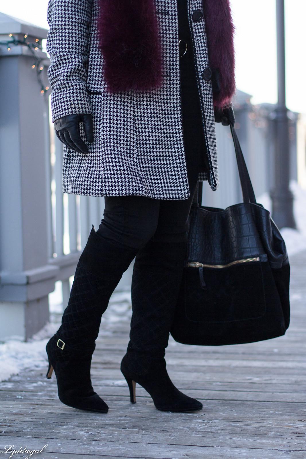 houndstooth coat, boots, wide brim fedora, fur scarf-13.jpg