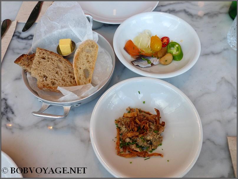 כבד קצוץ, דגים כבושים ולחם ב - קפיטריה - cafeteria