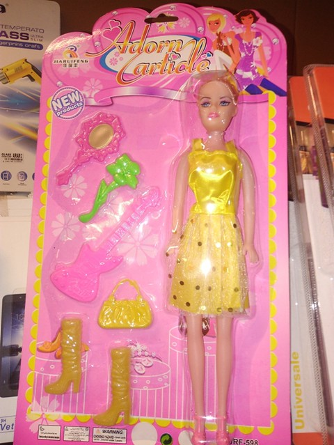 bambolina con sostanze tossiche