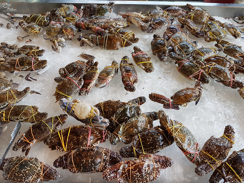 Rim Rua Kratha Ron Restaurant crabs