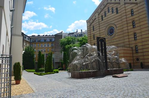 Blick auf das Holocaust Denkmal der großen Synagoge in Budapest