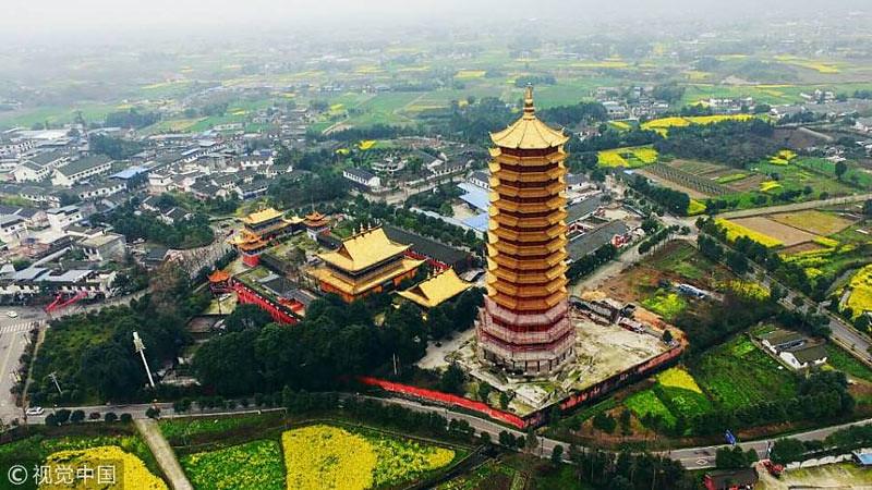 Pagoda kayu berlantai 16 di kompleks Lingguan Mansion, dalam porses pembangunan sebelum terjadi kebakaran.
