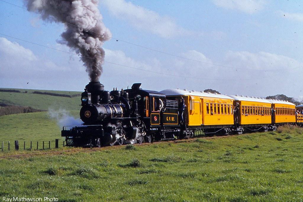 Glenbrook 22.10.1977 train heading towards Morely Road.