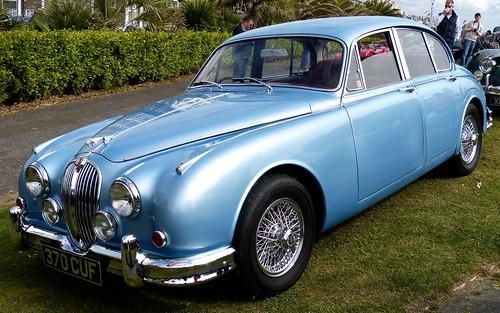 370 CUF Jaguar 2.4 on 'Dennis Basford's railsroadsrunways.blogspot.co.uk'