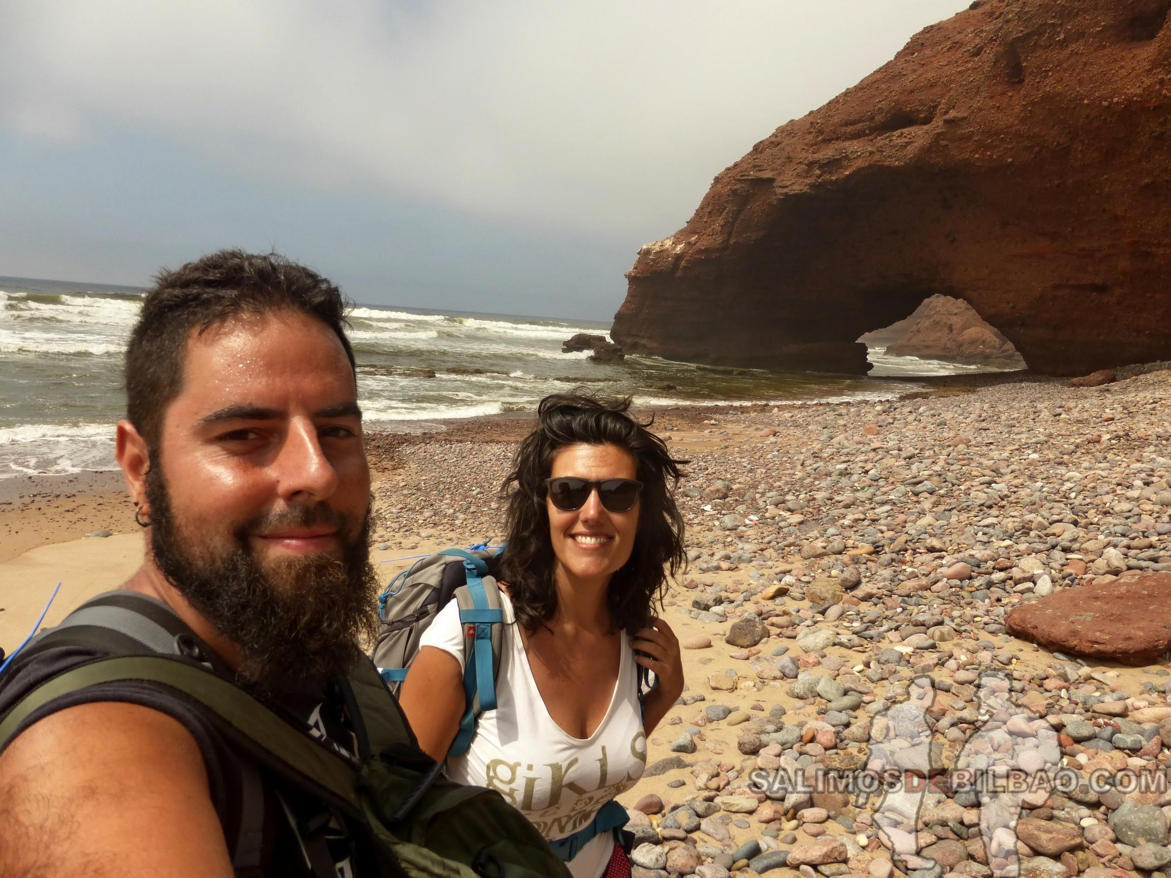 380. Katz y Saioa, Camino de Sidi Ifni a Legzira