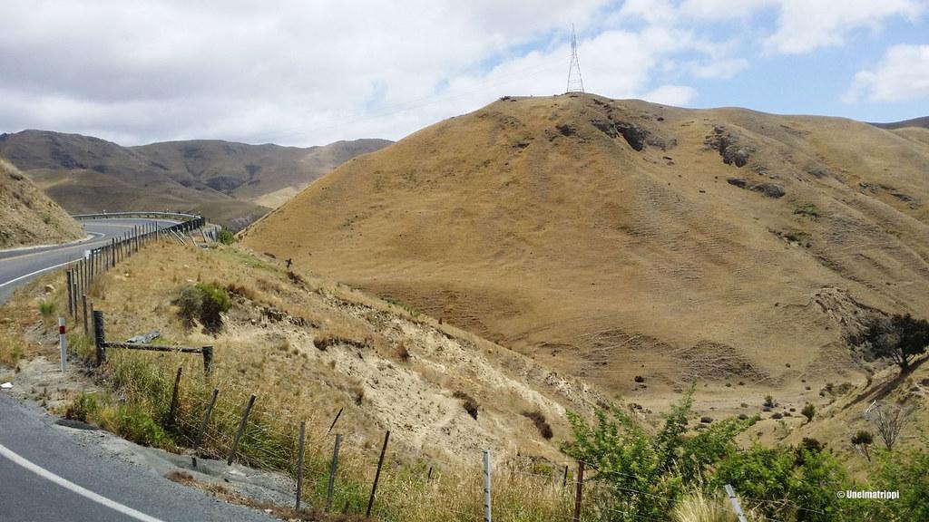 Karuja maisemia matkalla Pictonista Christchurchiin, Uusi-Seelanti