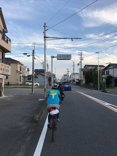 名古屋市は車が多すぎてクソ。このあと名大の宿舎みたいなところで打ち上げをして解散。お疲れさまでした