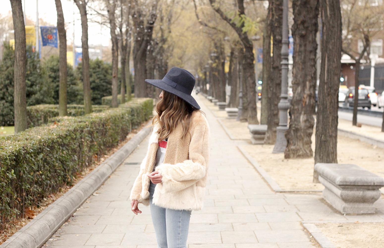 Beige faux fur coat zara blue hat nude heels jeans style fashion outfit winter 13
