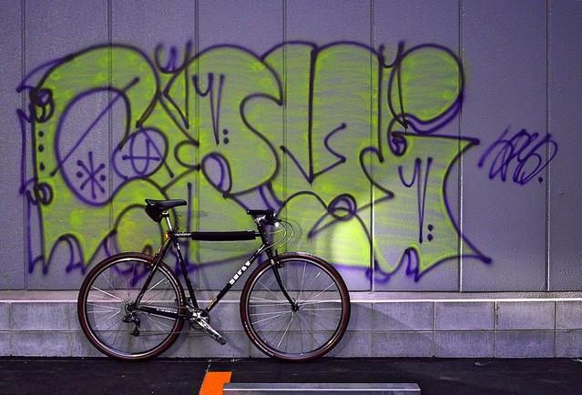 #baaw #everydaybike #graffiti #surlycrosscheck #deathbeforediscs #cateyevolt #Osaka #Japan