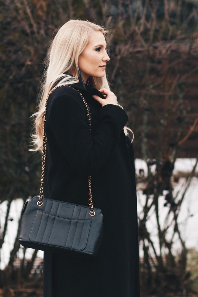 vintage-chanel-shoulder-bag