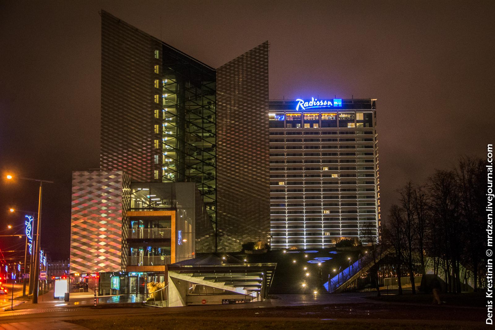 Вильнюс. Здание Swedbank и гостиница Radisson.
