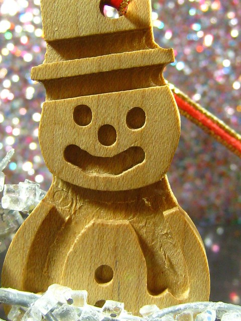 wooden snowman, Canon POWERSHOT SD870 IS