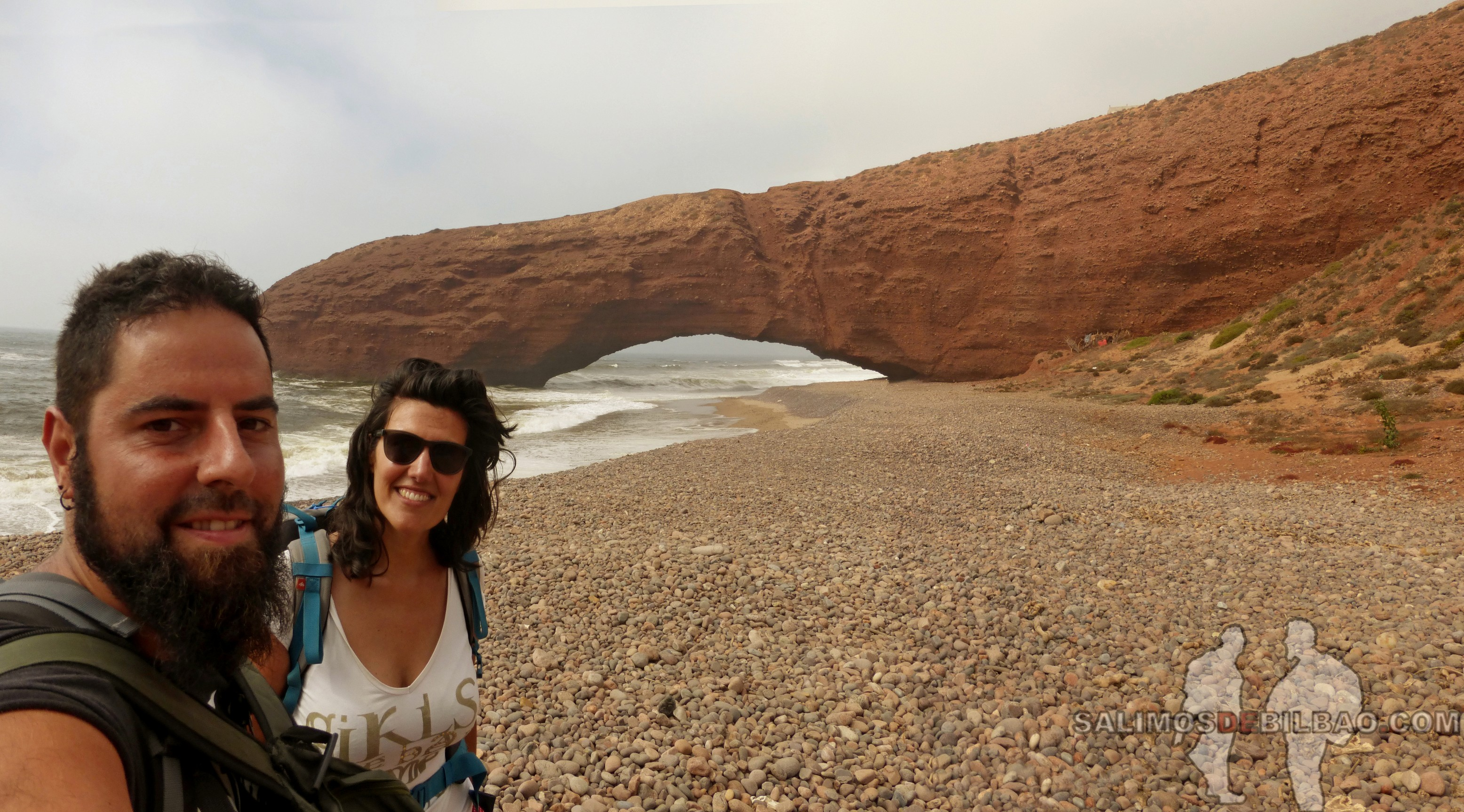 393. Katz y Saioa, Pano, Camino de Sidi Ifni a Legzira