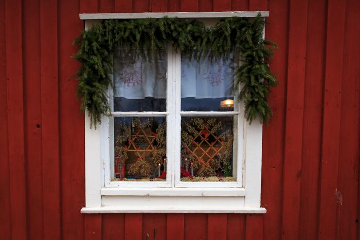 Tammisaari vanha kaupunki puutaloalue jouluikkuna_