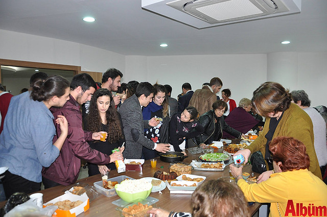 AHEP 60 yaş üstü Tazelenme Üniversitesi ve Mimarlık Bölümü öğrencileri yeni yıl kutlaması -7