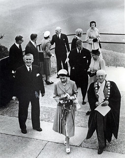 Her Majesty Queen Elizabeth II at Echo Point with A.F.C. Murphy Mayor of Blue Mountains.