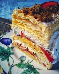 Mille-feuille with fresh plums and cream