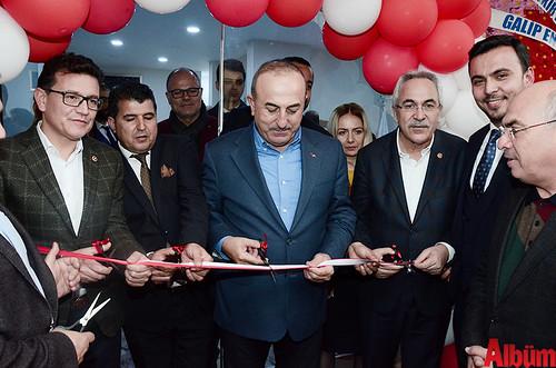 Kurdele kesimi Bakan Çavuşoğlu tarafından yapıldı.