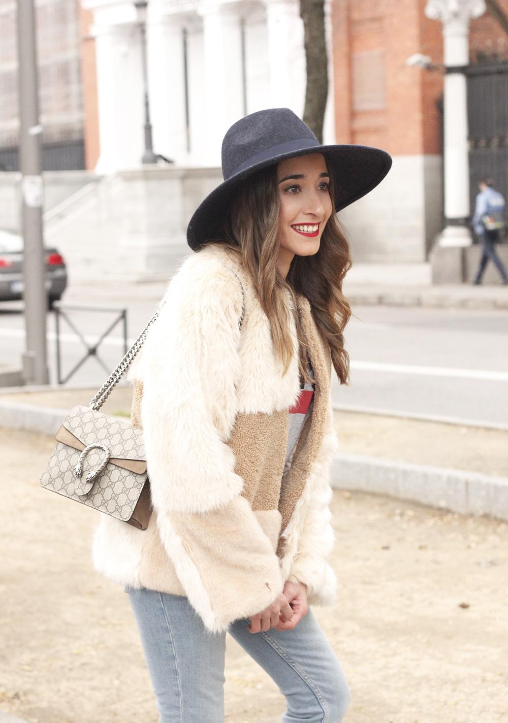 Beige faux fur coat zara blue hat nude heels jeans style fashion outfit winter 03