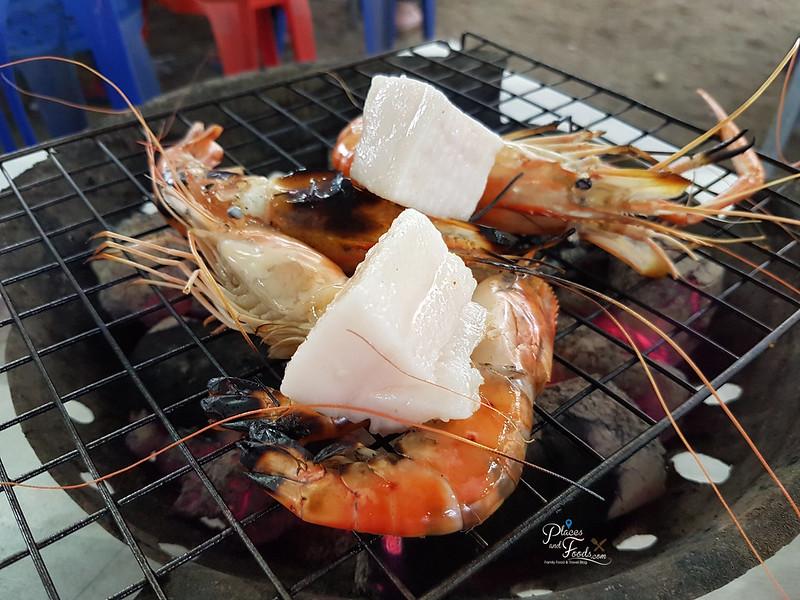 Rim Rua Kratha Ron Restaurant grilled prawns with lard